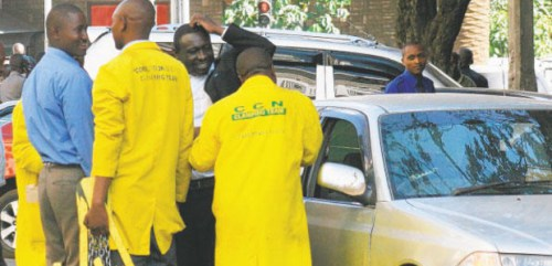 nairobi-city-council-parking-attendants-at-work-on-banda-street.-parking-and-land-fees-are-the-leading-internal-revenue-s[1]